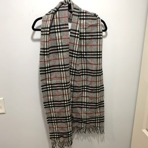 Vintage Burberry Scarf, classic thin 100% lambswool with plaid pattern in grey